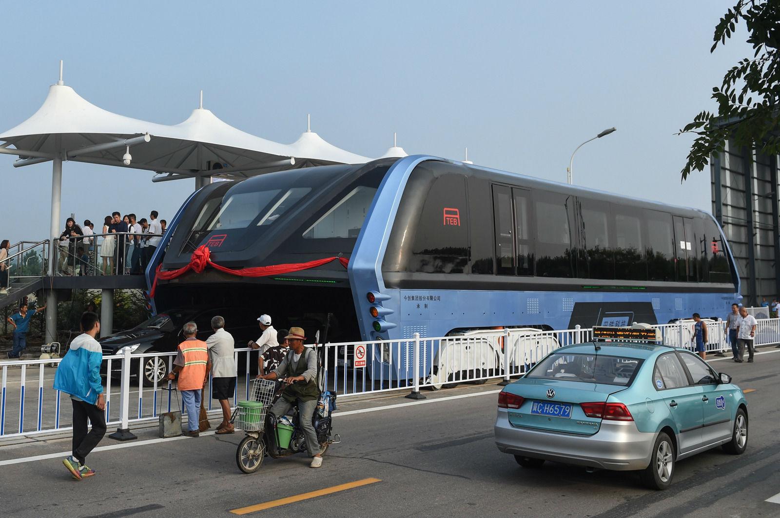TEB, El gigantesco autobús chino, ya es una realidad